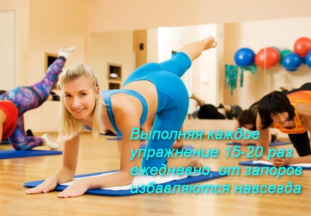 группа женщин выполняет упражнение
