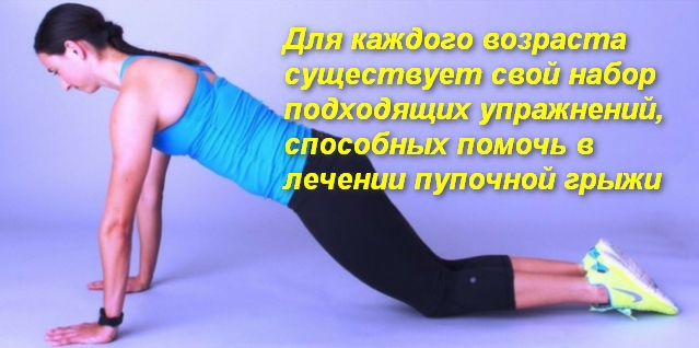 девушка выполняет упражнение стоя на четвереньках