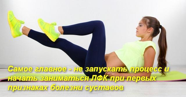 """девушка лежа выполняет упражнение """"велосипед"""""""